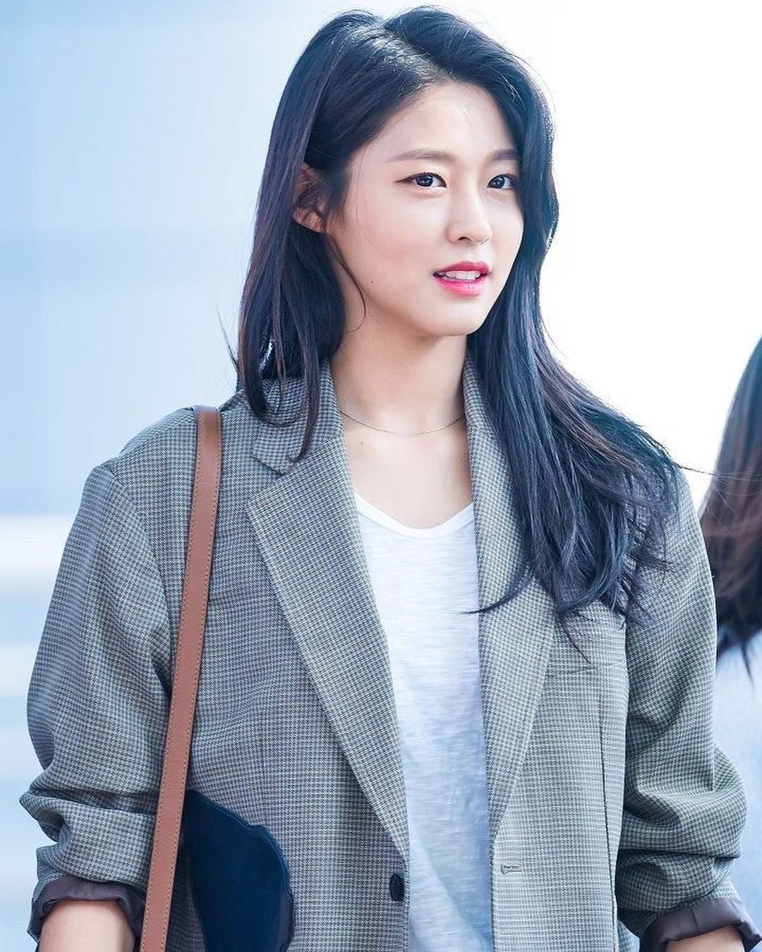 Who Is Kim Seolhyun Dating? Relationship Timeline And Much More